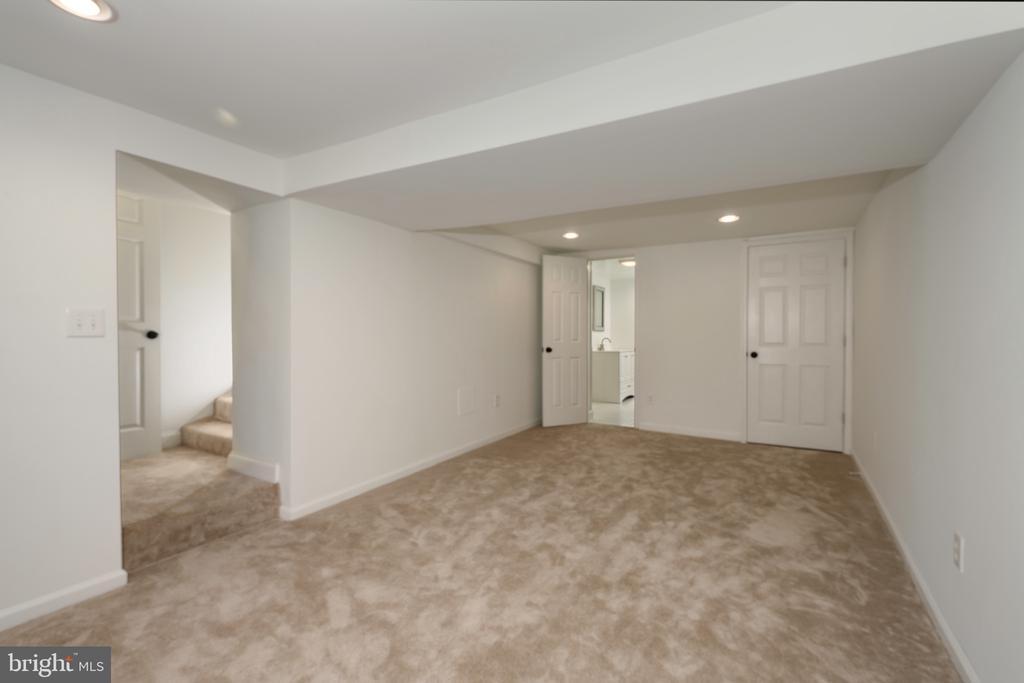 Lower level family room - 4861 BLAGDEN AVE NW, WASHINGTON
