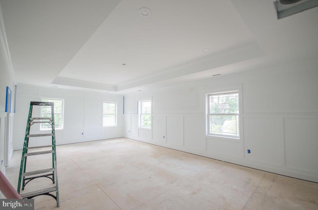 Huge master suite w/3 walk-in closets - 12602 THOMPSON RD, FAIRFAX