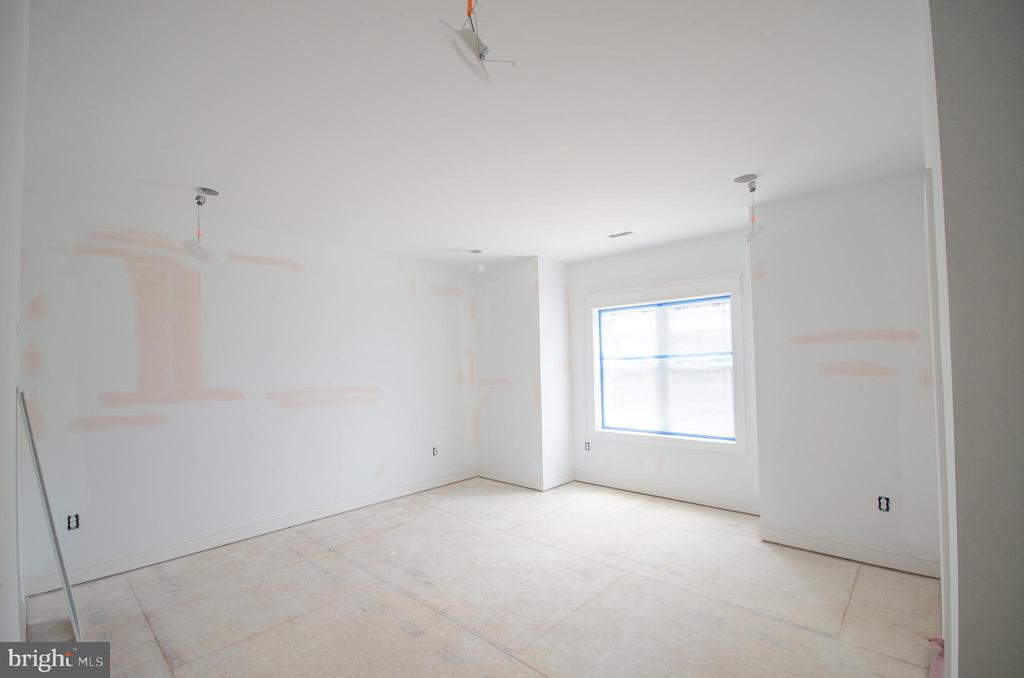 One of the 5 spare bedrooms w/ensuite baths - 12602 THOMPSON RD, FAIRFAX