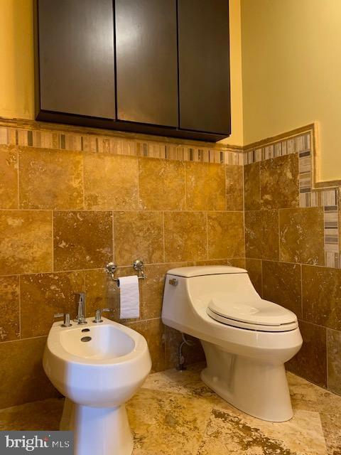Master Bathroom with Bidet - 1602 MONTMORENCY DR, VIENNA