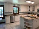 Kitchen - 1602 MONTMORENCY DR, VIENNA