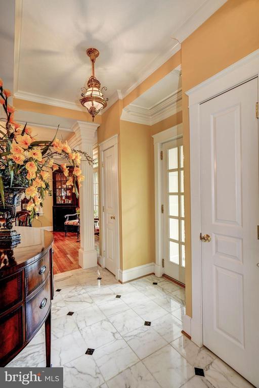 Foyer - 3812 MILITARY RD, ARLINGTON