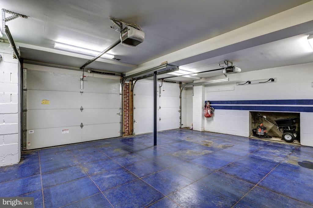 Garage with custom flooring - 3812 MILITARY RD, ARLINGTON