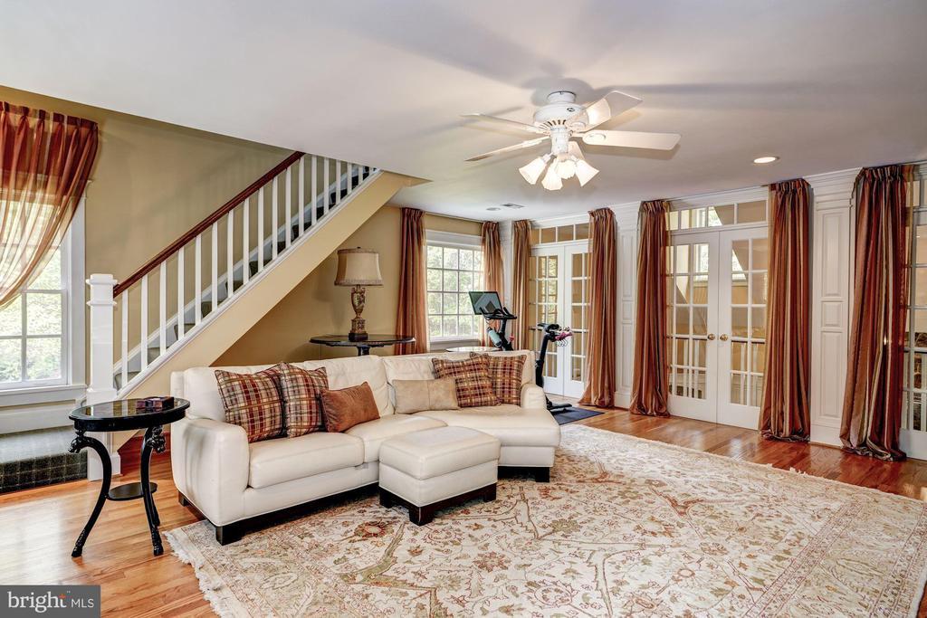 Upper Level 1 Family Room - 3812 MILITARY RD, ARLINGTON