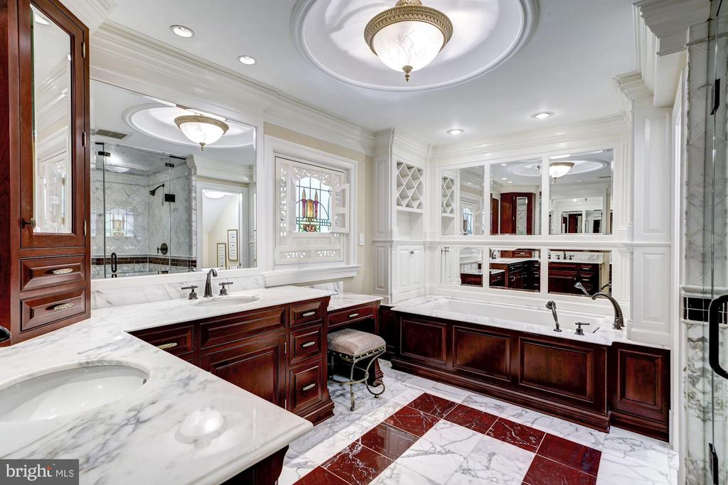 Owner's Suite Bathroom with Marble - 3812 MILITARY RD, ARLINGTON