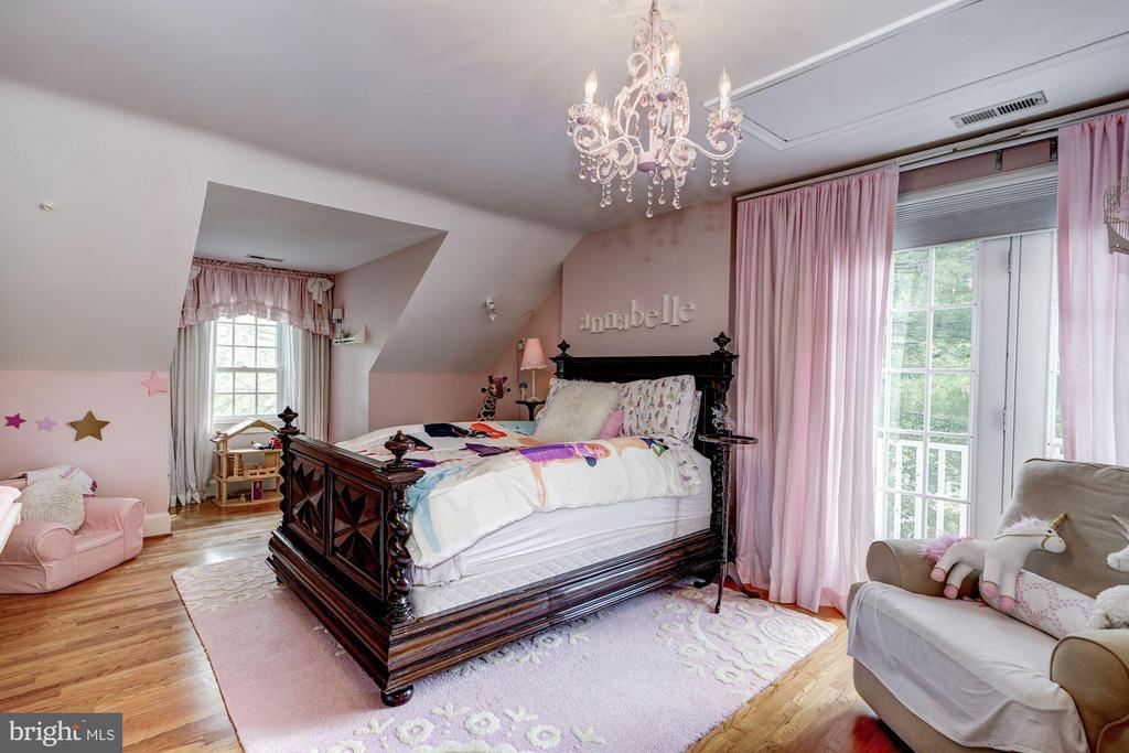 Upper Level 2 bedroom - 3812 MILITARY RD, ARLINGTON