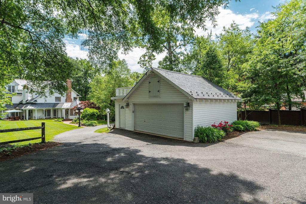 Detached 2 car garage with extra attic storage - 3812 MILITARY RD, ARLINGTON