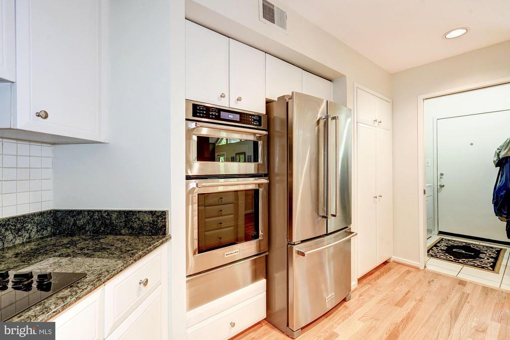 Kitchen looking into laundry room - 2272 COMPASS POINT LN, RESTON