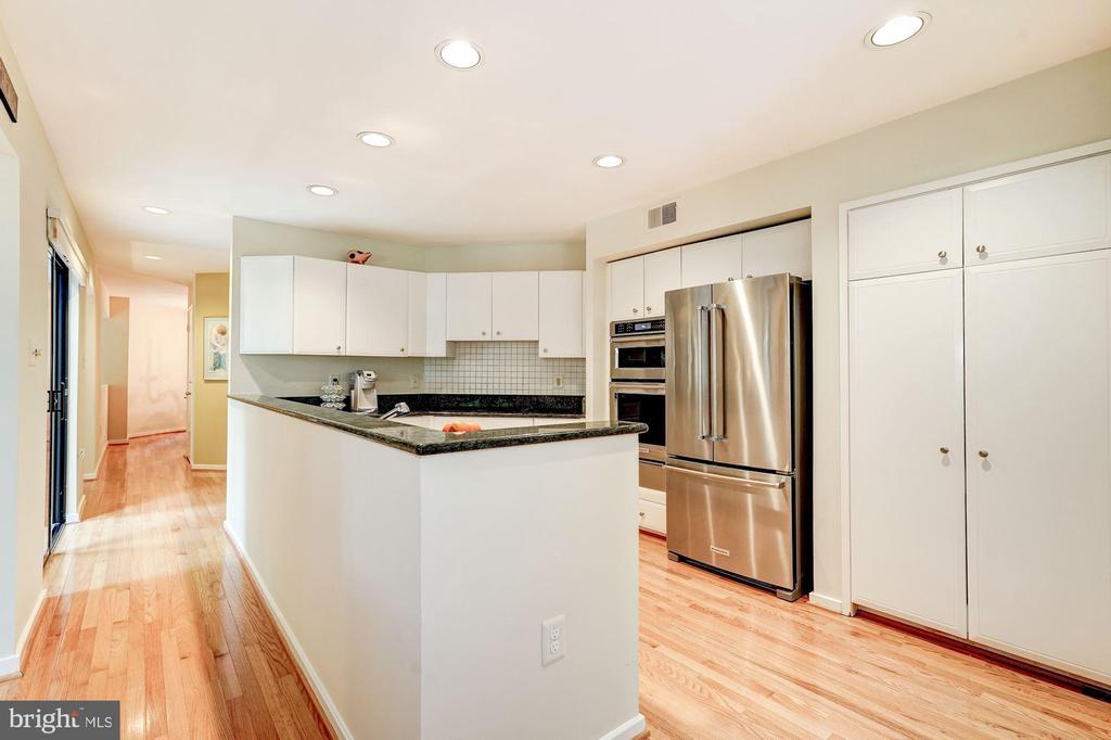 Kitchen - 2272 COMPASS POINT LN, RESTON