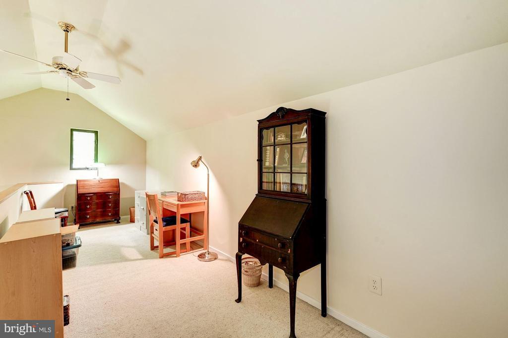 Loft above master bedroom - 2272 COMPASS POINT LN, RESTON