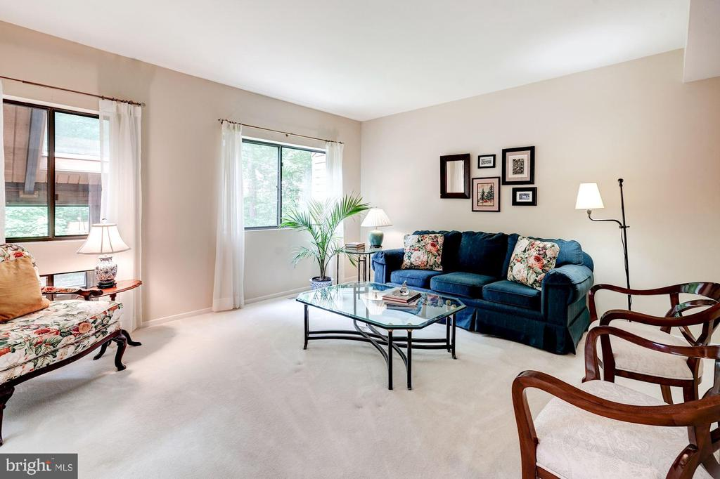 Living room - 2272 COMPASS POINT LN, RESTON