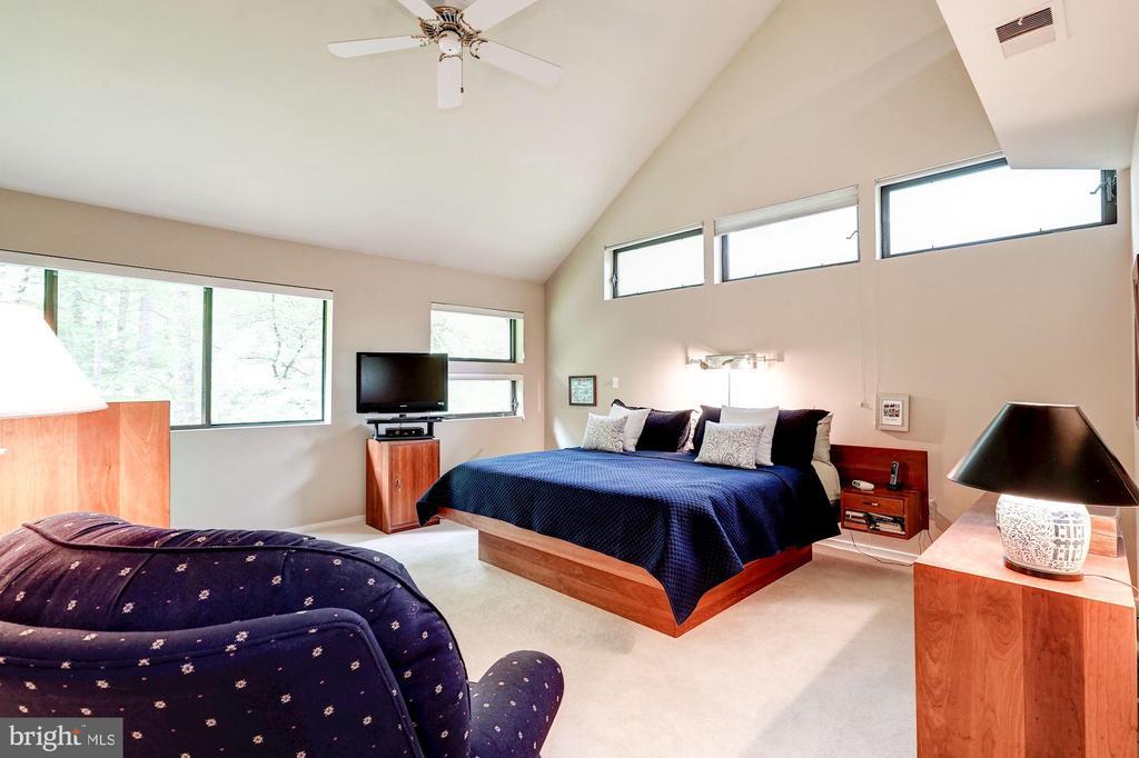 First-floor master bedroom - 2272 COMPASS POINT LN, RESTON