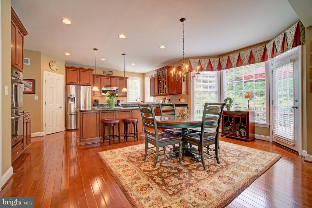 Breakfast Room with Hardwood Flooring & Bay Window - 42436 MORELAND POINT CT, ASHBURN