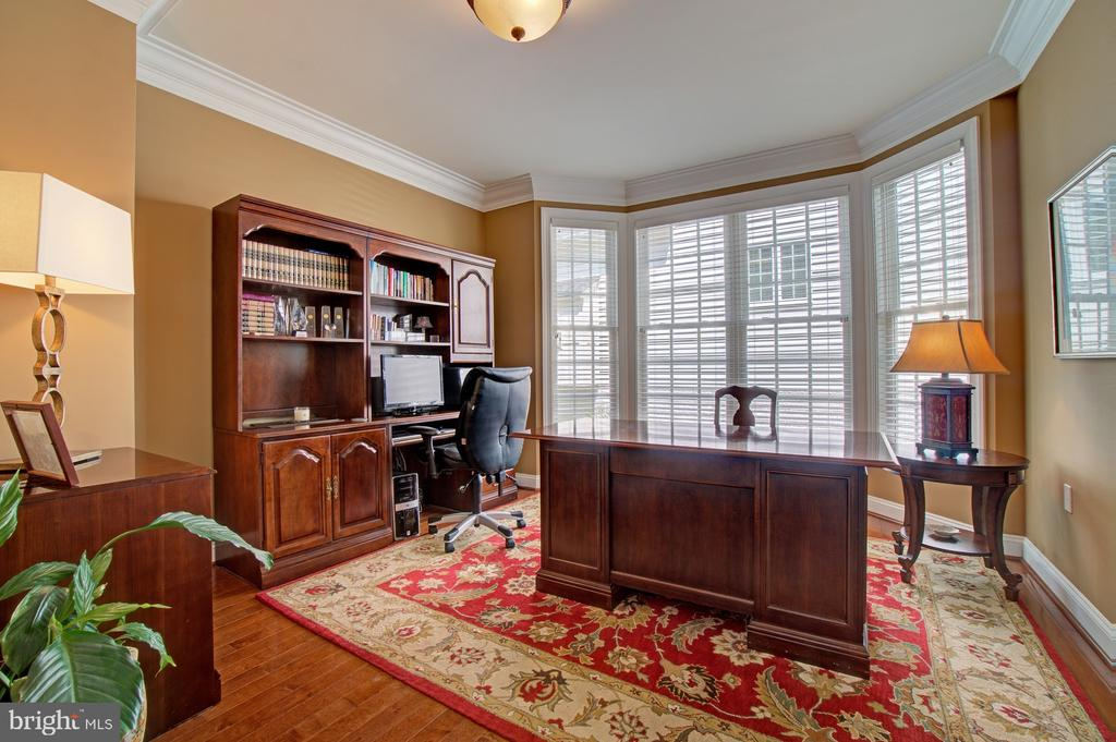 Main Level Library with a Large Bay Window - 42436 MORELAND POINT CT, ASHBURN