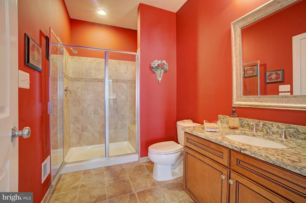 Main Level Full Bathroom - 42436 MORELAND POINT CT, ASHBURN