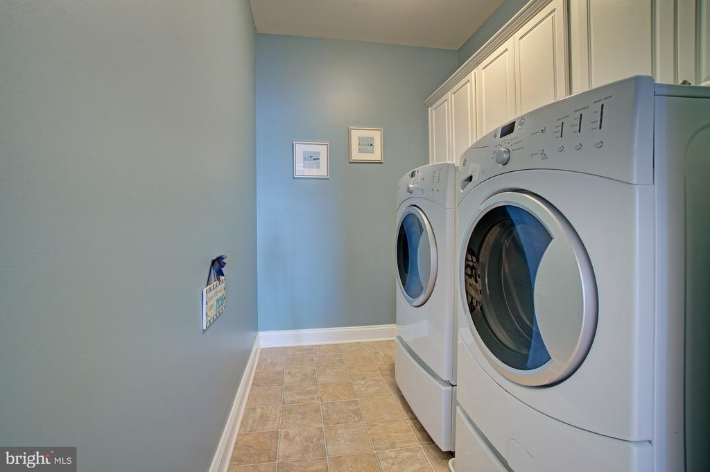 Upper Level Laundry Room with Built-In Cabinets - 42436 MORELAND POINT CT, ASHBURN