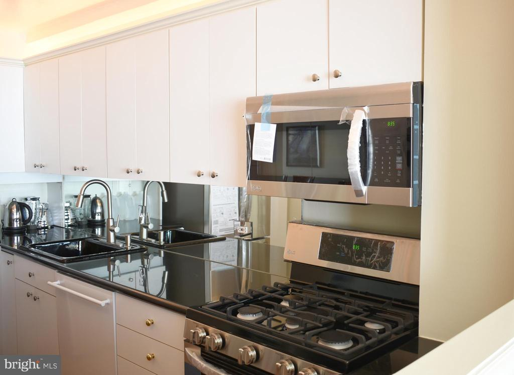 Kitchen with all new appliances - 1200 N NASH ST #855, ARLINGTON