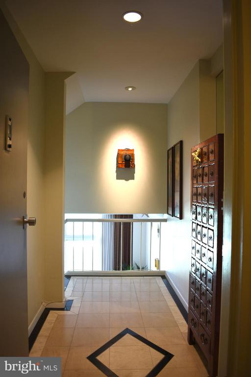 Entry hallway with wine closet - 1200 N NASH ST #855, ARLINGTON