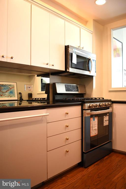 Kitchen - 1200 N NASH ST #855, ARLINGTON