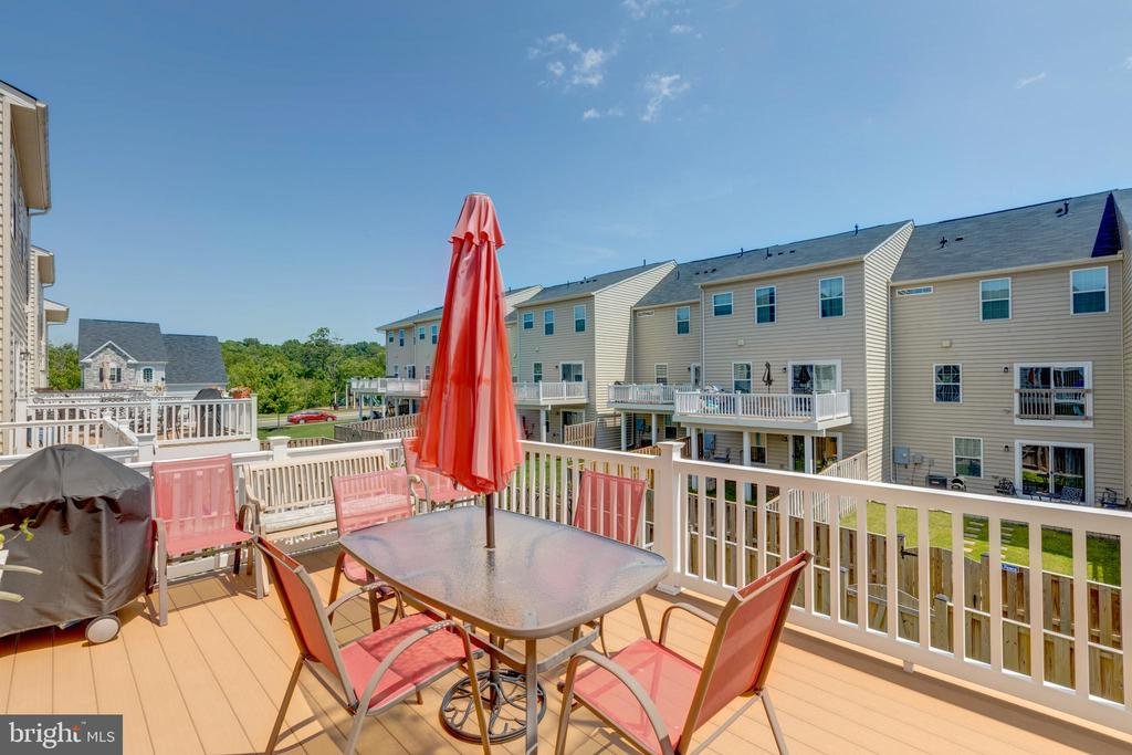 Composite deck - 41879 COUNTRY INN TER, ALDIE