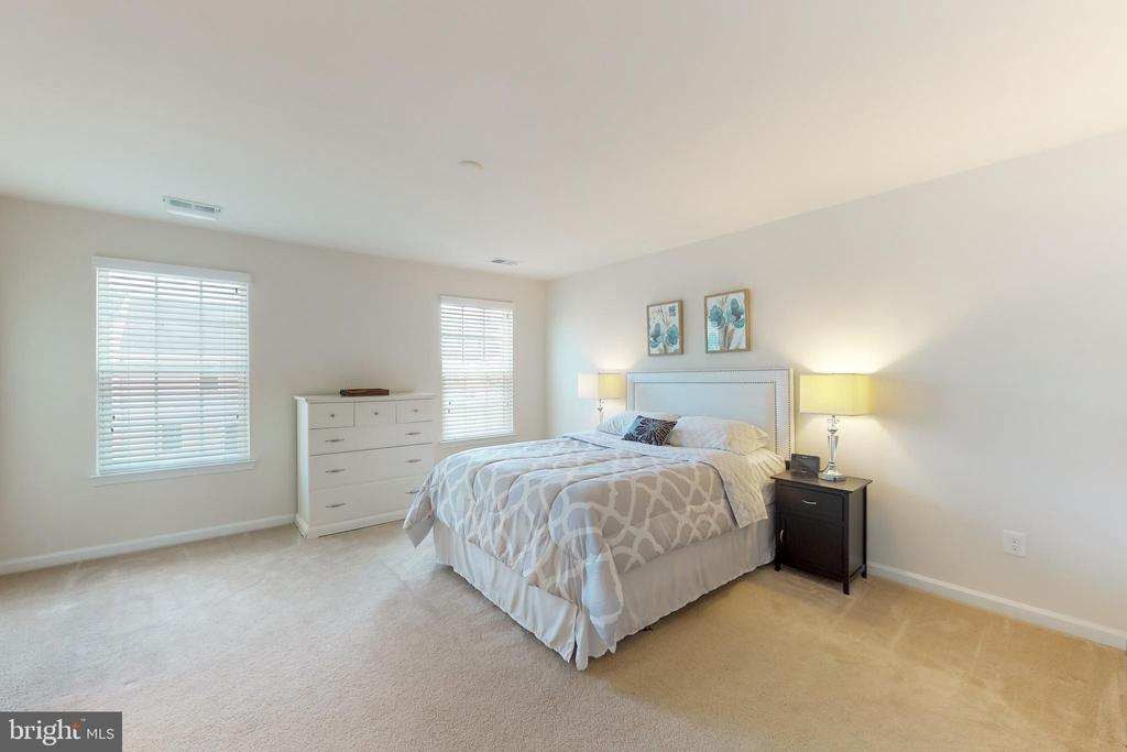Master bedroom with WIC - 41879 COUNTRY INN TER, ALDIE