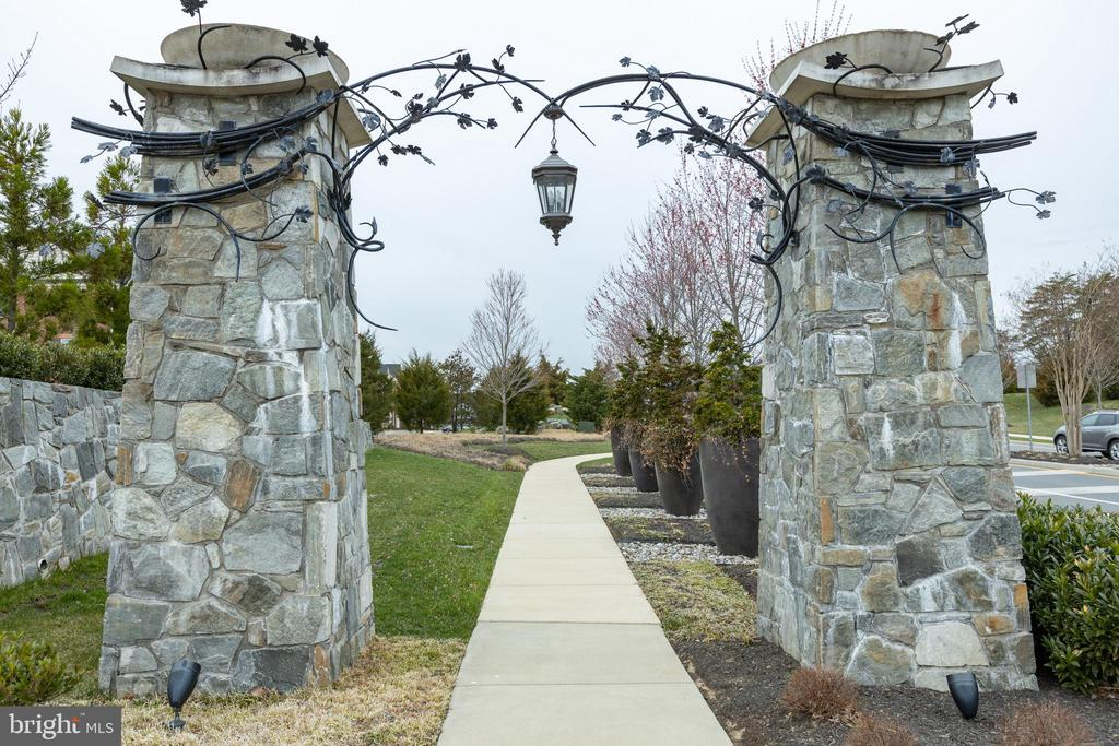 Beautiful entrance - 41879 COUNTRY INN TER, ALDIE