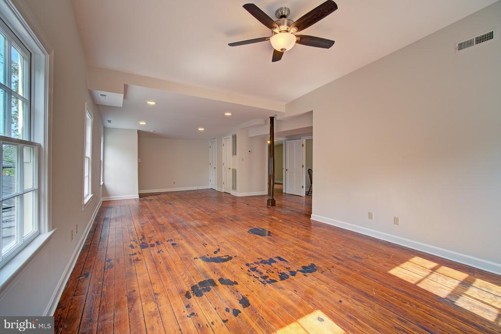 Second floor living space - hardwood floors - 15481 SECOND ST, WATERFORD