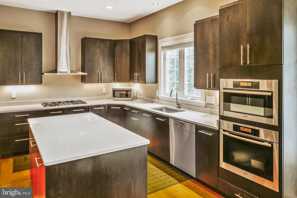 Custom kitchen with Miele appliance - 4617 HOLIDAY LN, FAIRFAX