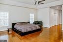 Master Bedroom - hardwood floors & 9 ft ceiling - 4617 HOLIDAY LN, FAIRFAX