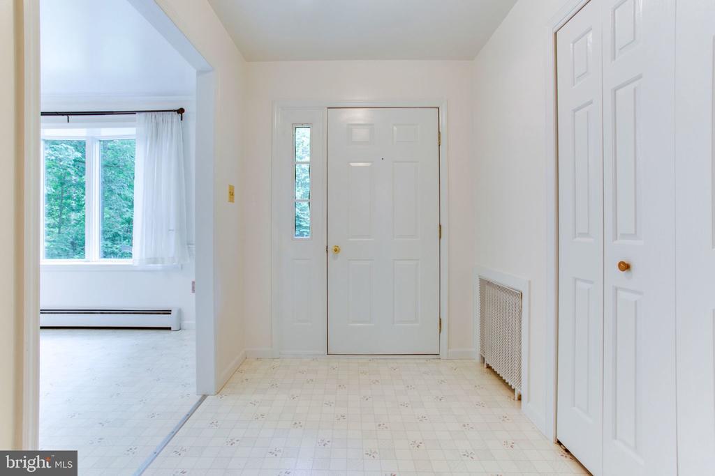Light Filled Foyer - 6800 TOKEN VALLEY RD, MANASSAS