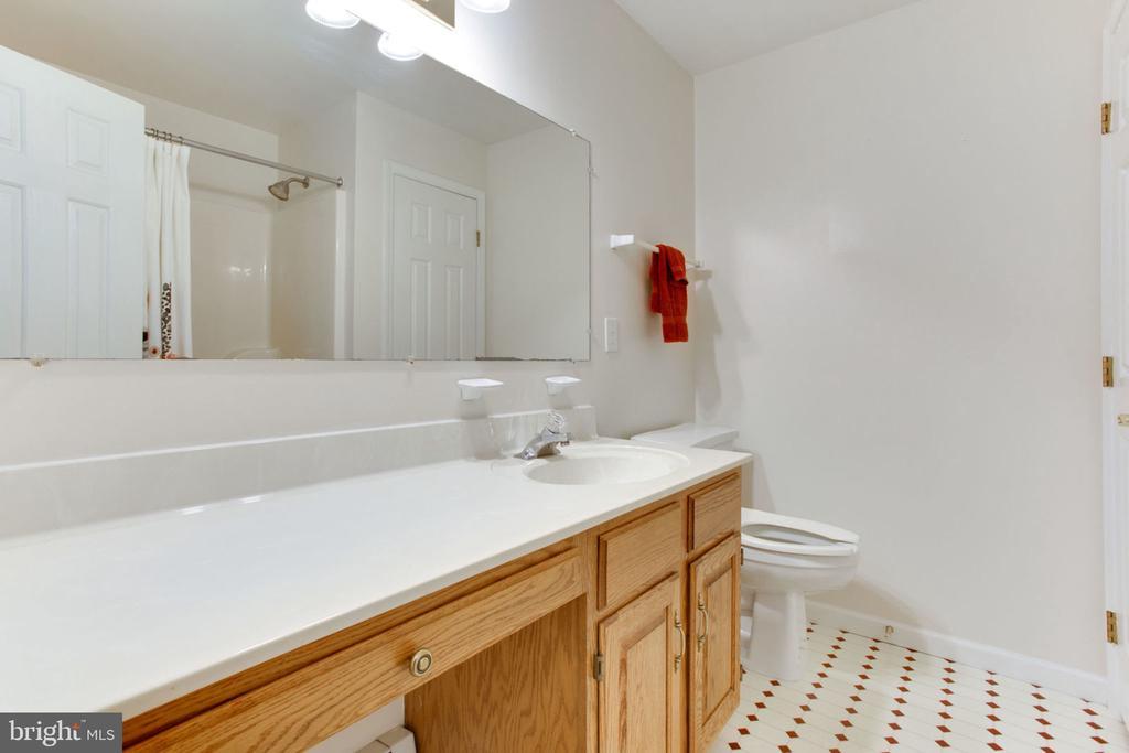 Hall Bath - 6800 TOKEN VALLEY RD, MANASSAS