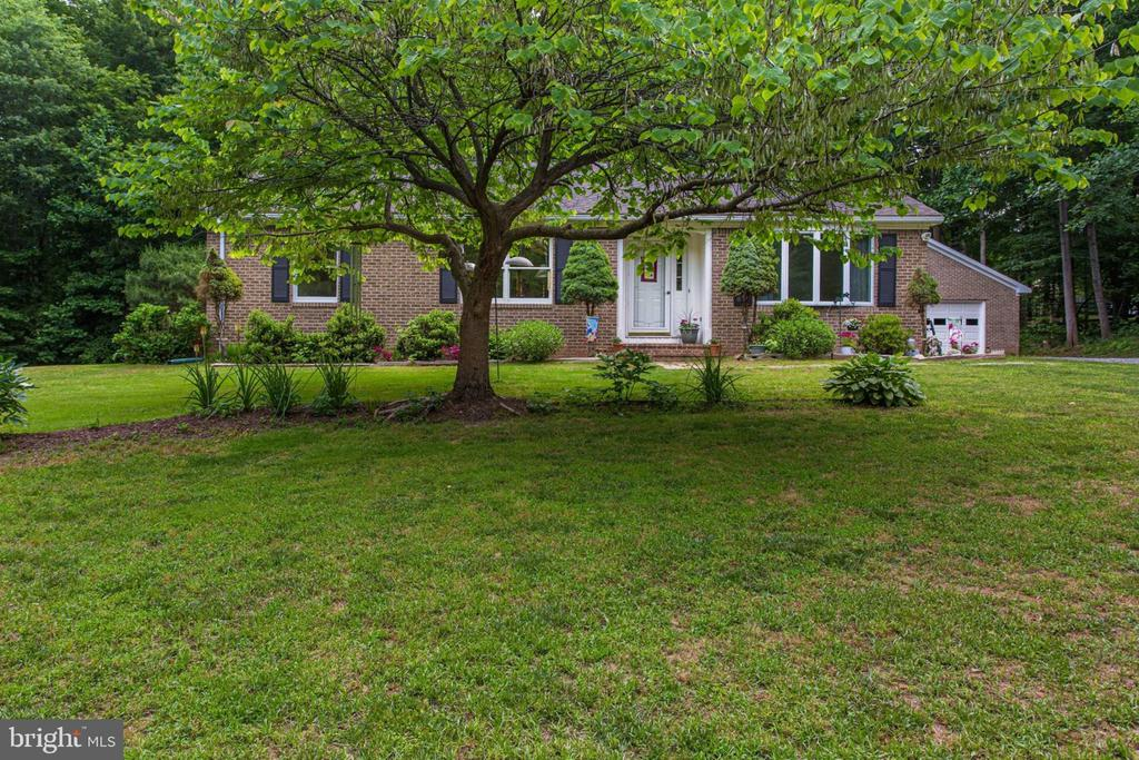 All Brick Rambler - Gorgeous 1.76 wooded acre lot - 6800 TOKEN VALLEY RD, MANASSAS