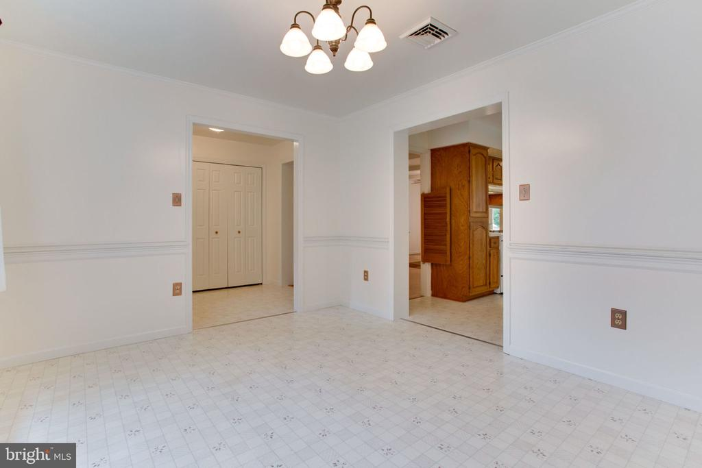 Huge Dining Room - 6800 TOKEN VALLEY RD, MANASSAS