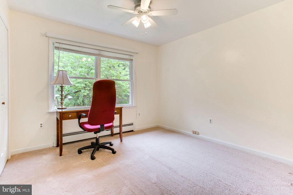 Bedroom #1 with New Carpet - 6800 TOKEN VALLEY RD, MANASSAS