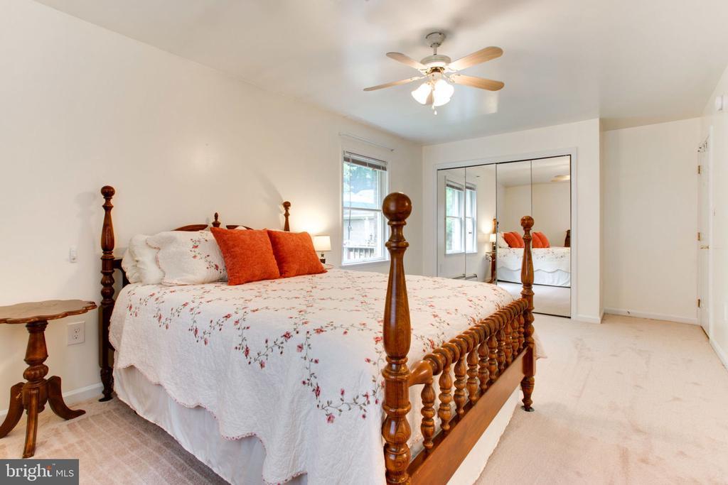 Beautiful Sunny Master Bedroom - 6800 TOKEN VALLEY RD, MANASSAS