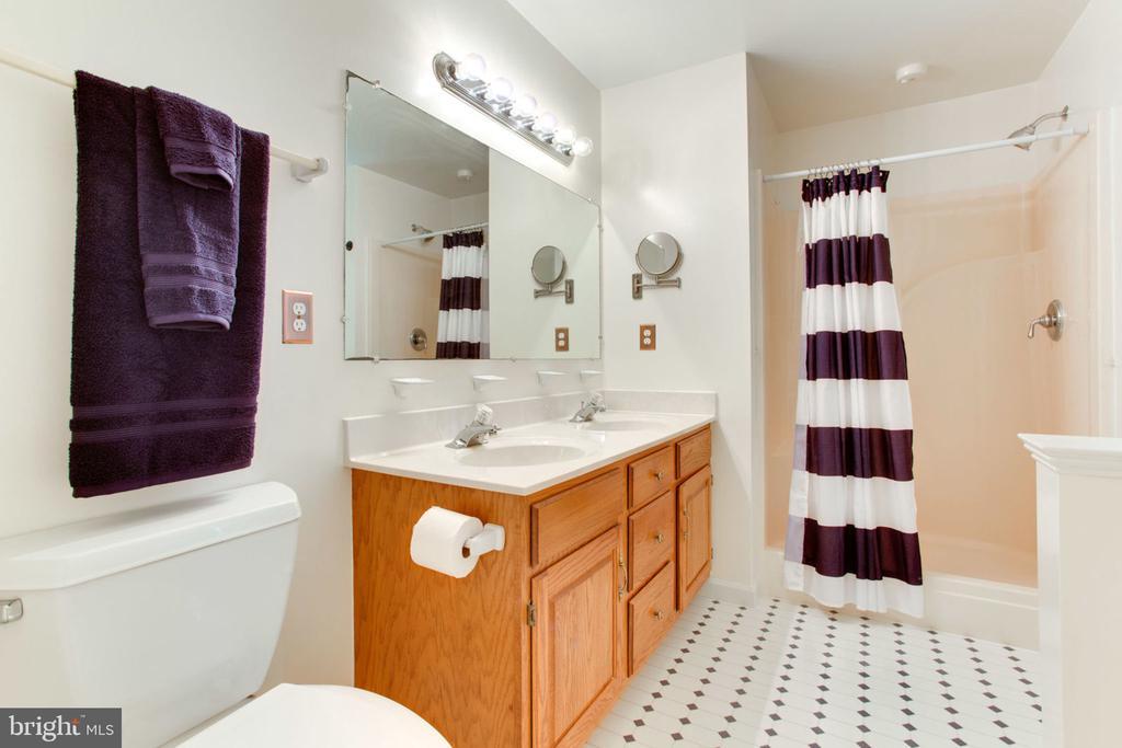 Walk in Shower in Master Bath - 6800 TOKEN VALLEY RD, MANASSAS