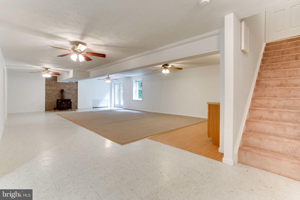 New Carpet on Basement Stairs - 6800 TOKEN VALLEY RD, MANASSAS