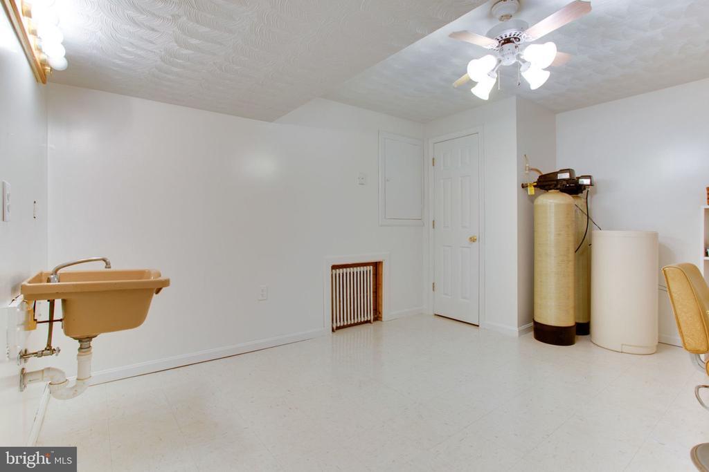 Bonus Room and Sink in Basement - 6800 TOKEN VALLEY RD, MANASSAS
