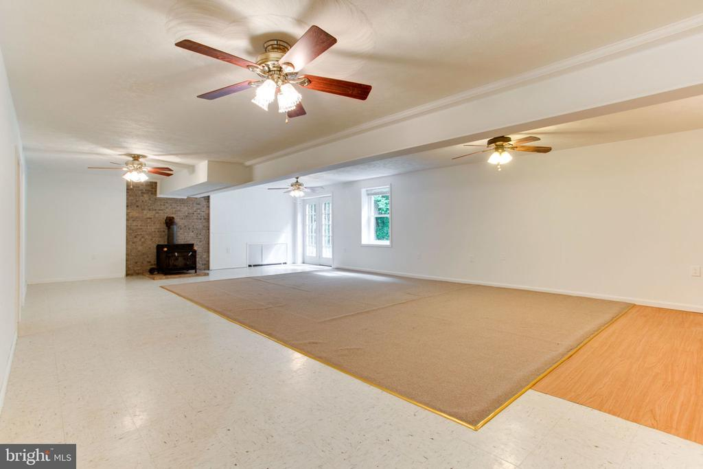 Walk Out Basement to Tranquil Setting - 6800 TOKEN VALLEY RD, MANASSAS