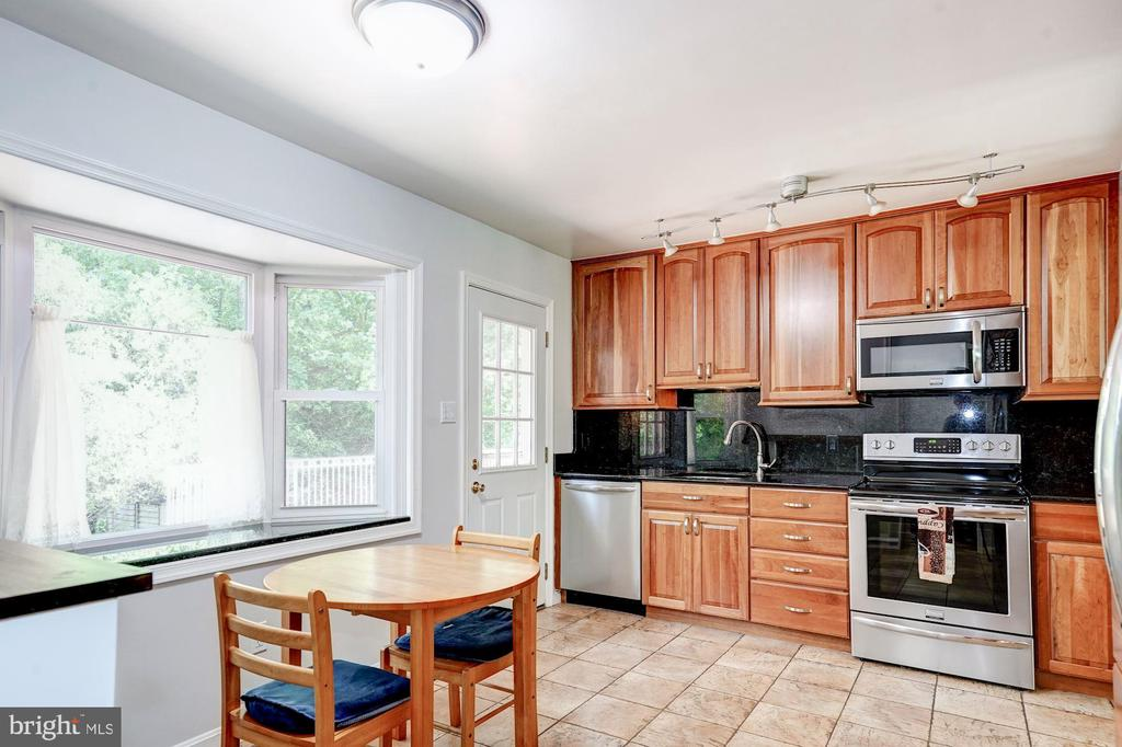 Fully equipped updated kitchen - 8110 GREELEY BLVD, SPRINGFIELD