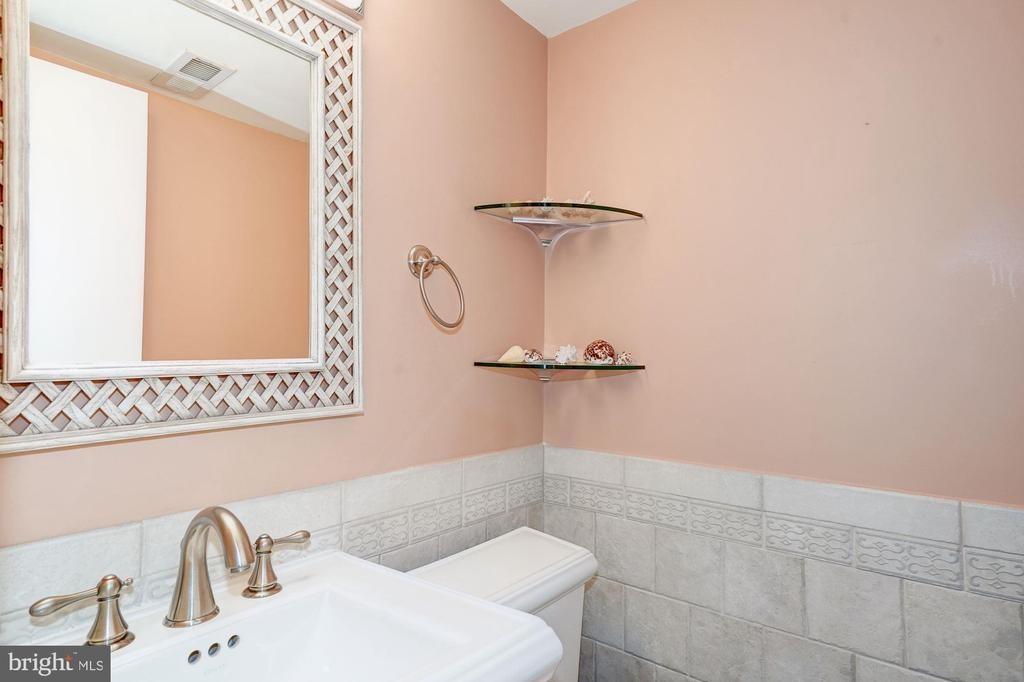 Half bath on lower level - 8110 GREELEY BLVD, SPRINGFIELD