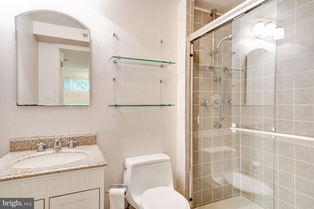 Lower level full bath - 8110 GREELEY BLVD, SPRINGFIELD
