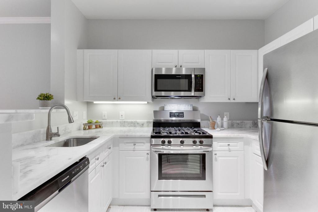 Kitchen - 1645 INTERNATIONAL DR #109, MCLEAN