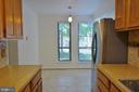 Kitchen w/ breakfast area - 11236 CHESTNUT GROVE SQ #161, RESTON