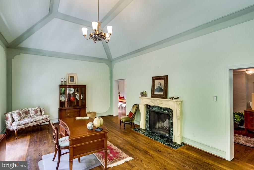 wood burning fireplaces - 1925 SUMMIT TER, ALEXANDRIA