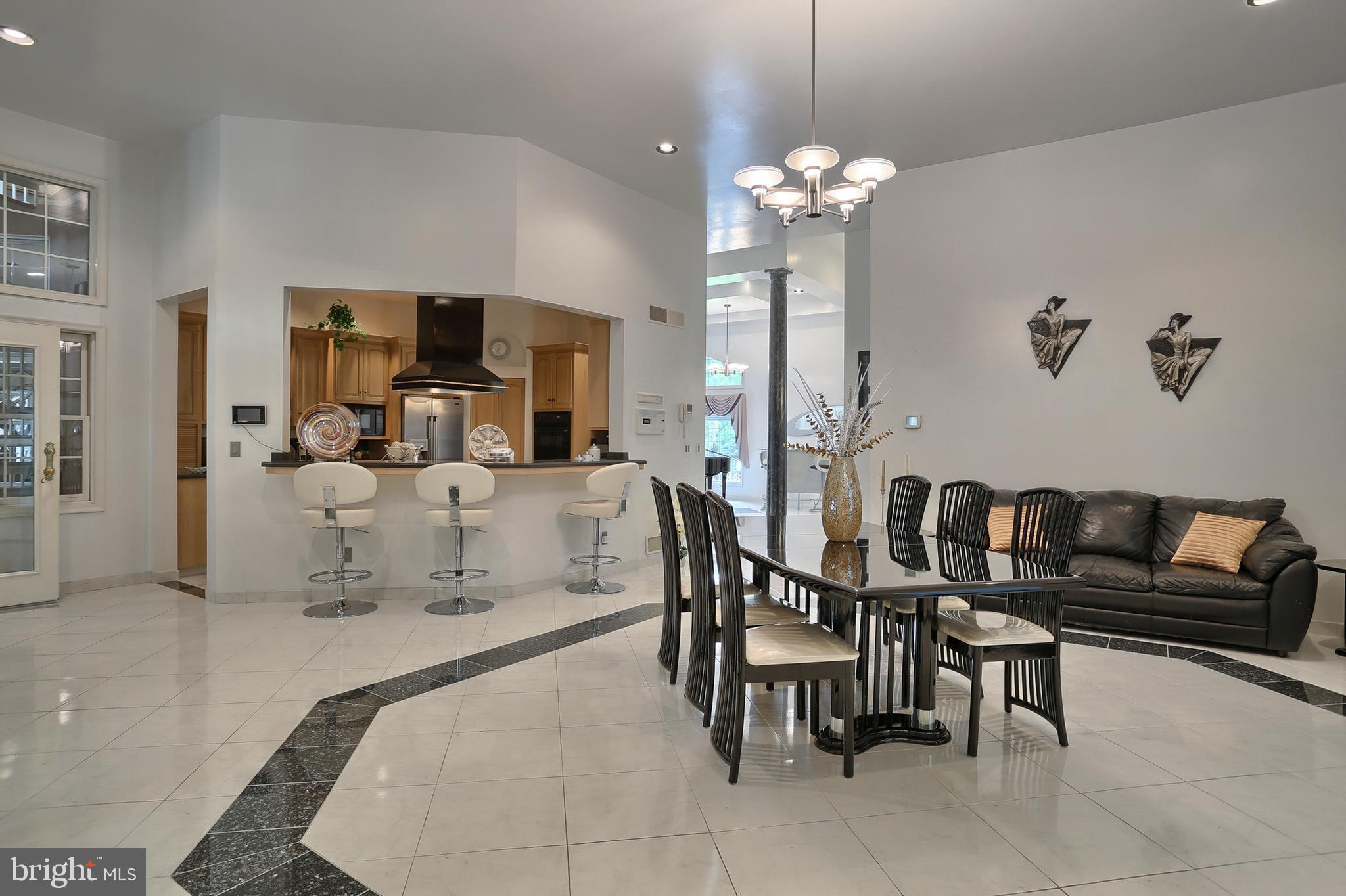 28' x 23' formal dining room