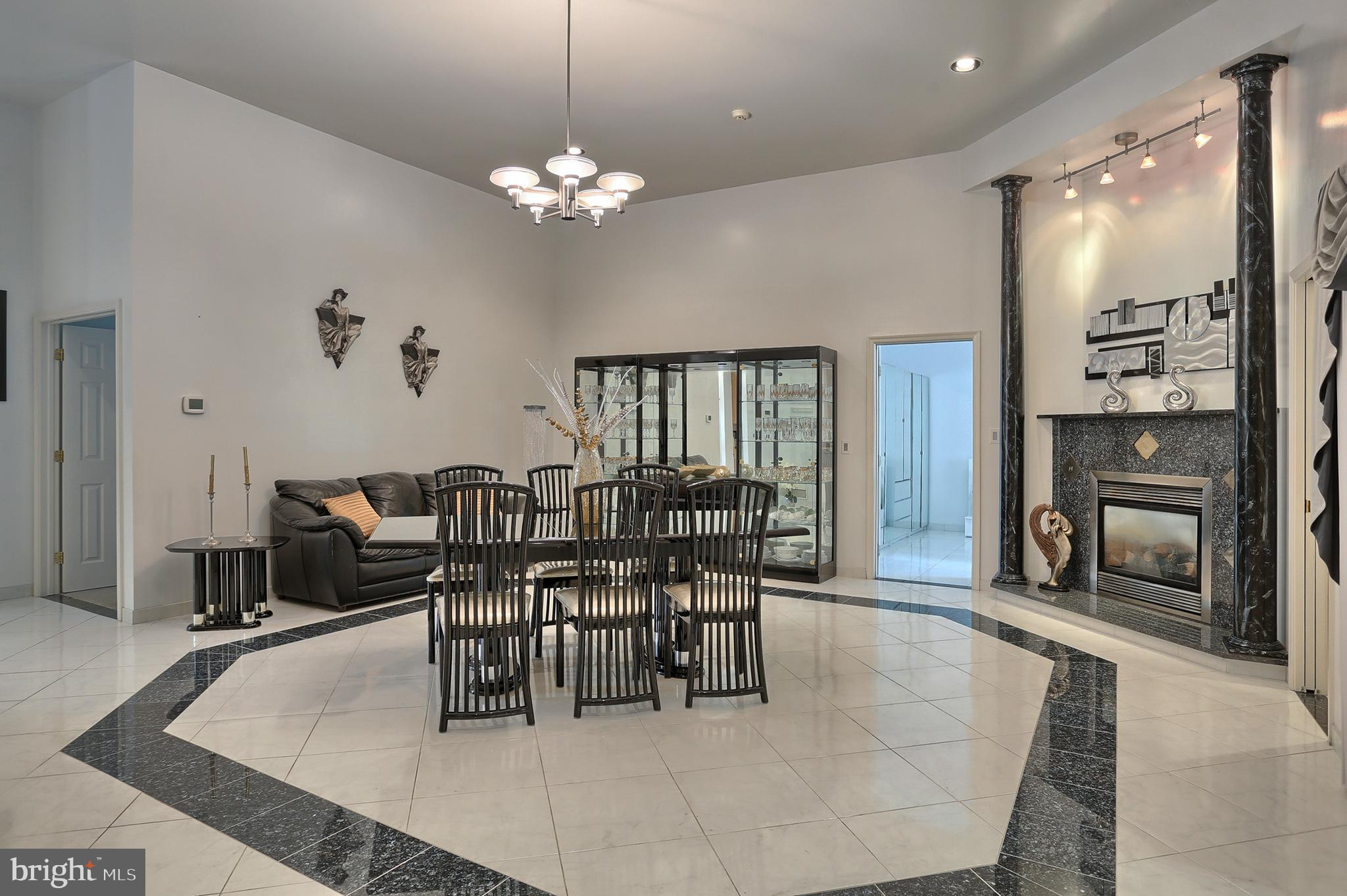 porcelain floor with granite accents
