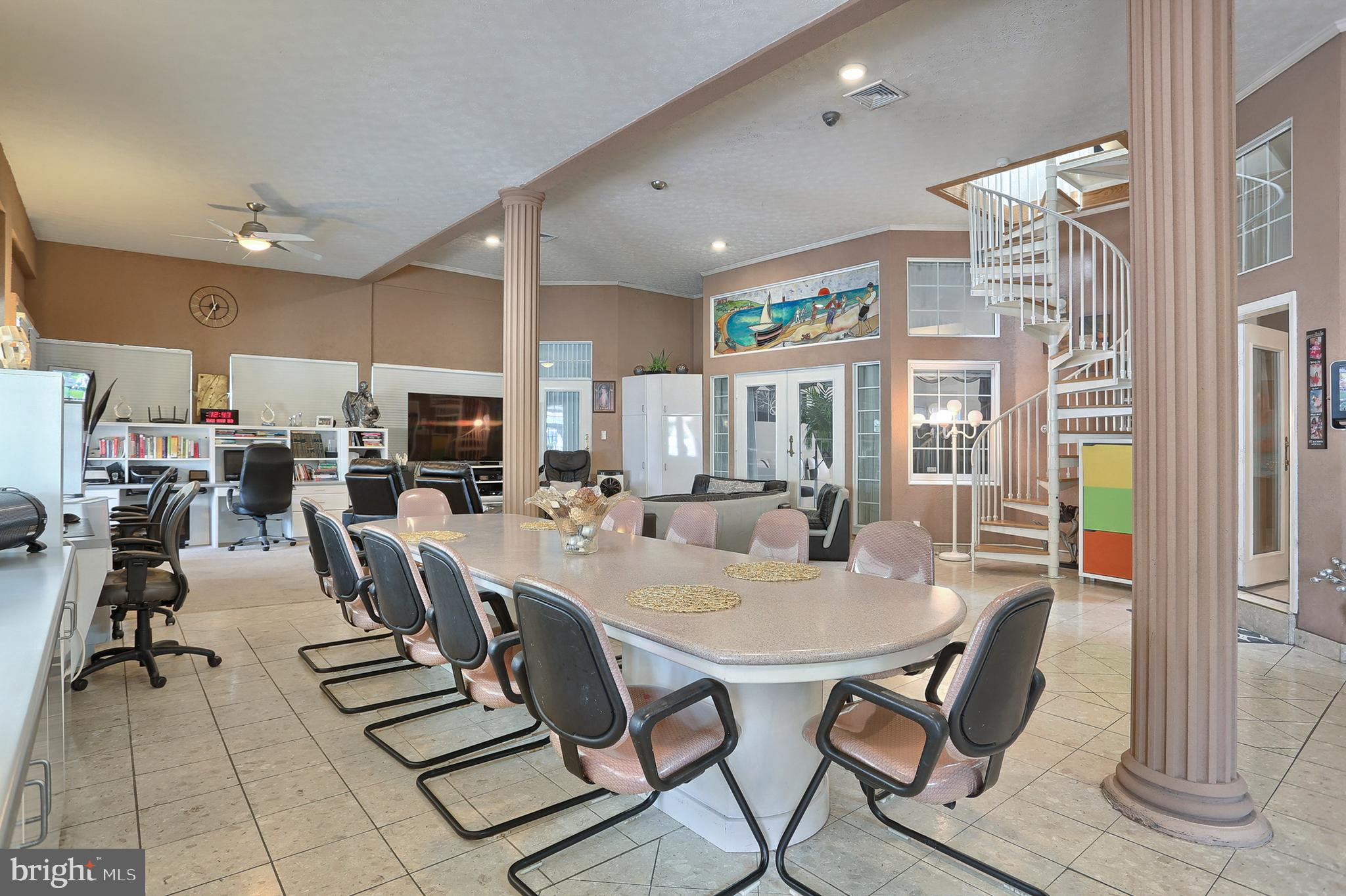 dining area in family room