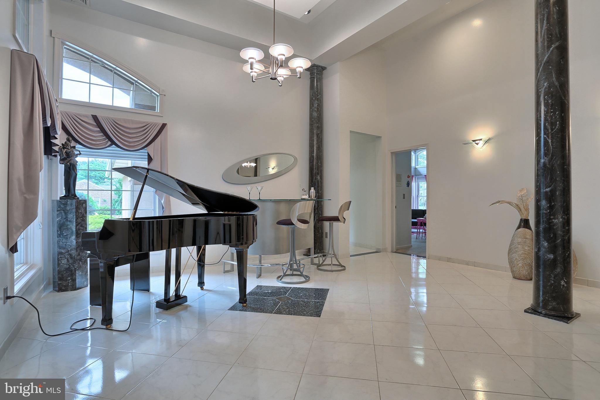 18' x 17' music room off foyer