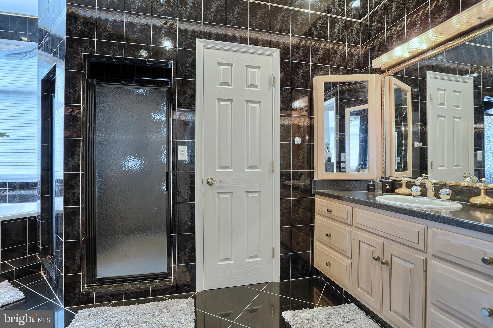 tile shower, 2 vanities, and private commode